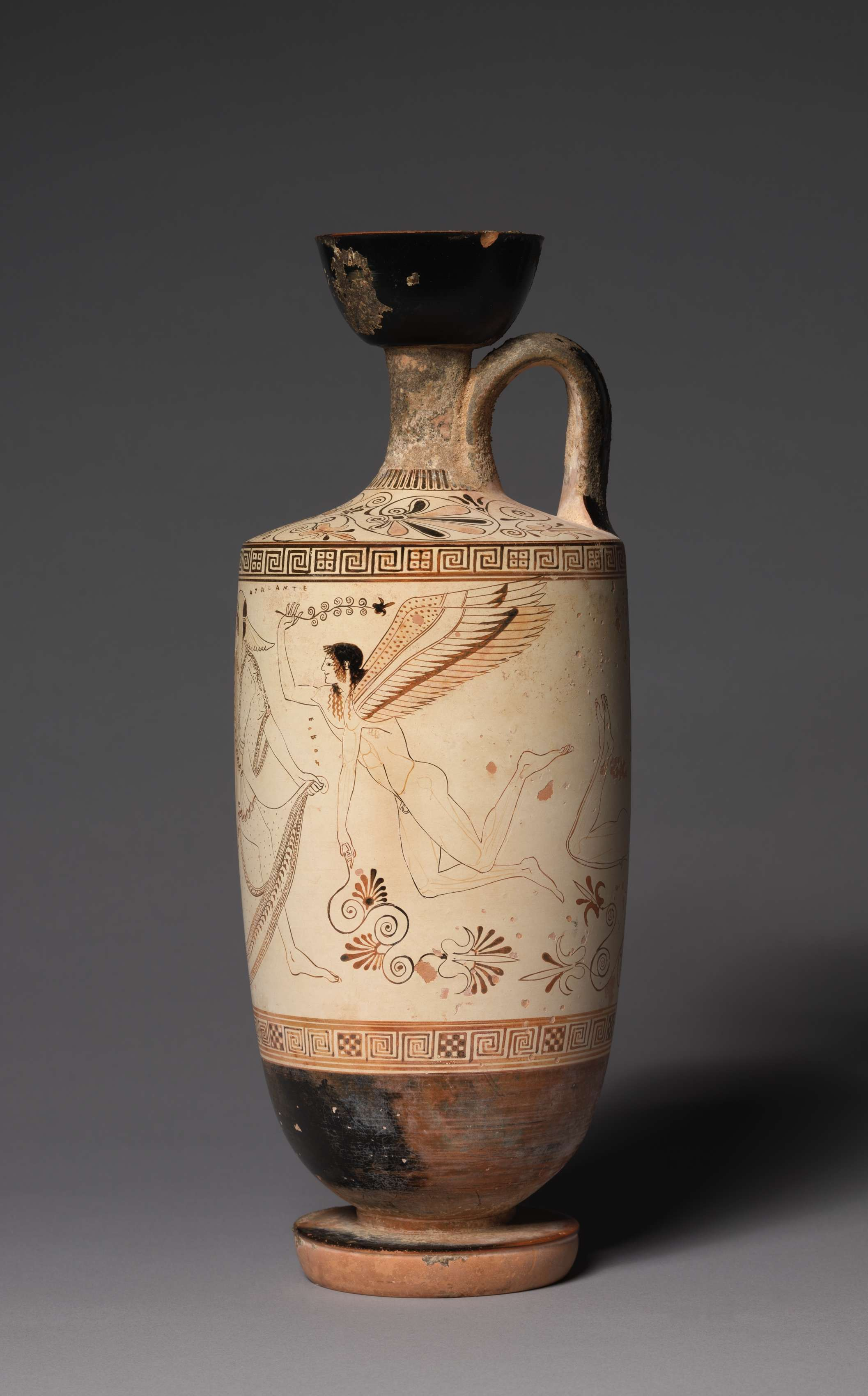 Η λήκυθος είναι τύπος ελληνικής αγγειοπλαστικής η οποία χρησίμευε για την τοποθέτηση ελαιόλαδου. White-Ground Lekythos (Oil Vessel): Atalanta and Erotes. 500-490 BC. Μουσείο Τέχνης του Κλίβελαντ.