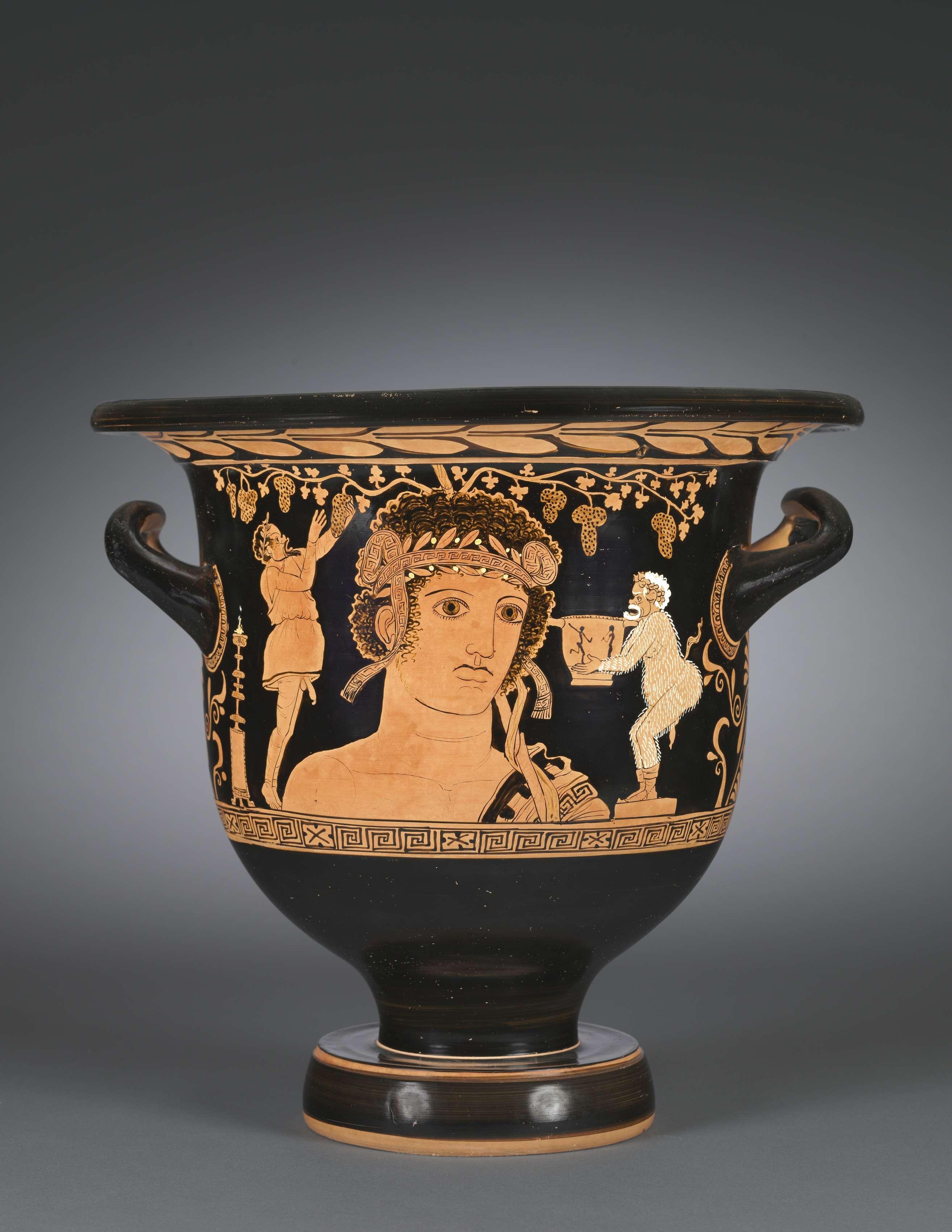 Ο θεός Διόνυσος. Κρατήρας. Red-Figure Bell-Krater (Mixing Vessel): Bust of Dionysos and Comic Actors. c. 390-380 BCΜουσείο Τέχνης του Κλίβελαντ.