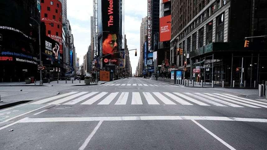 Φωτογραφία από την άδεια Τάιμ Σκουέαρ του Μανχάταν (Νέα Υόρκη). Η πανδημία πλήττει τις μεγαλουπόλεις κέντρα της  παγκαοσμιοποίησης. Πηγή.