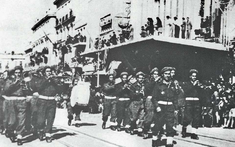 9.11.1944. Η ΙΙΙ Ορεινή Ταξιαρχία, η λεγόμενη ελληνική Ταξιαρχία του Ρίμινι, επιστρέφει νικήτρια από το μέτωπο της Ιταλίας και παρελαύνει στην Αθήνα.