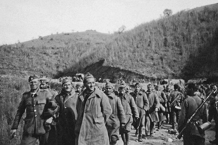 ην αυγή του 7ης Απριλίου συγκροτήθηκαν τρεις περίπολοι από το οχυρό Ρούπελ με αποστολή την εκκαθάριση της περιοχής από τους εχθρούς και την αποκατάσταση της τηλεφωνικής επικοινωνίας. Αποτέλεσμα αυτής της περιπολίας ήταν η σύλληψη 14 αιχμαλώτων με 3 συσκευές ασυρμάτου και 2 όλμους.