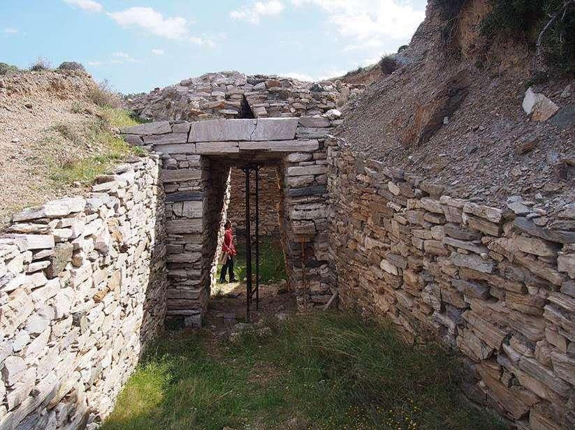 Ο Θολωτός τάφος Θορικού στο Λαύριο. Vaulted tomb at Lavrion, Attica, Geece.