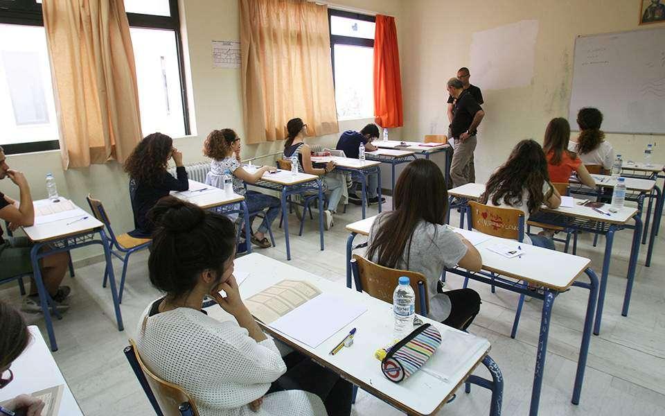 Σε ό,τι αφορά το Γυμνάσιο, έχουμε τώρα πιο αυστηρές προϋποθέσεις για την προαγωγή και απόλυση των μαθητών καθώς καταργούνται οι χαριστικές ρυθμίσεις που ίσχυαν τα τελευταία χρόνια