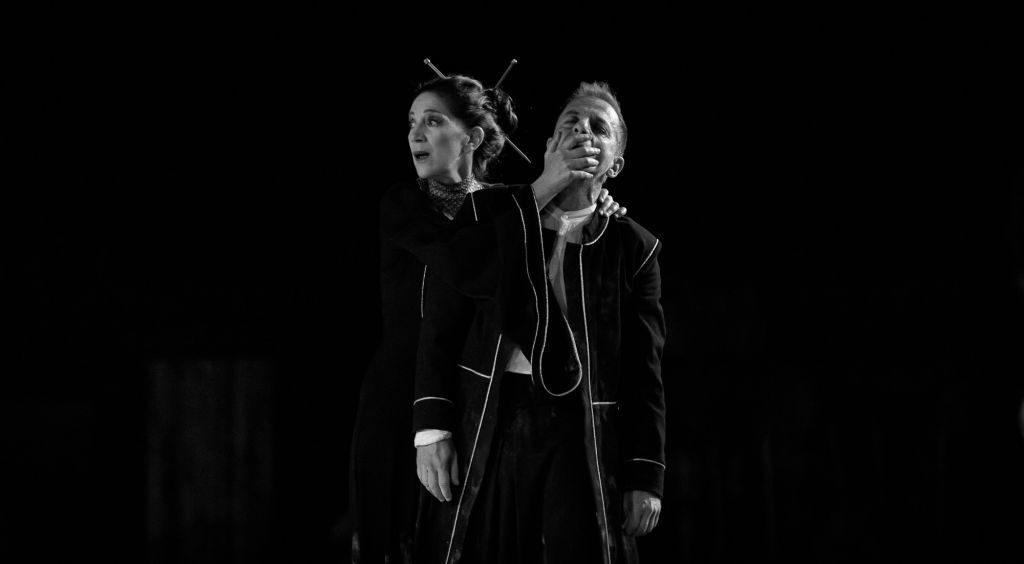 Η αριστουργηματική τραγωδία του Σοφοκλή, σε σκηνοθεσία Κωνσταντίνου Μαρκουλάκη, με πρωταγωνιστή τον Δημήτρη Λιγνάδη.