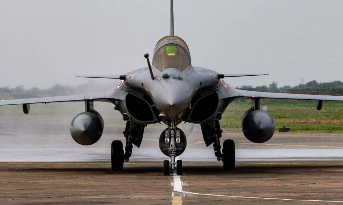 Το πρόγραμμα που μονοπώλησε το ενδιαφέρον ήταν φυσικά η αγορά των 18 προηγμένων μαχητικών Ραφάλ, το οποίο έρχεται να δώσει ένα σαφές ποιοτικό πλεονέκτημα στην Πολεμική Αεροπορία.