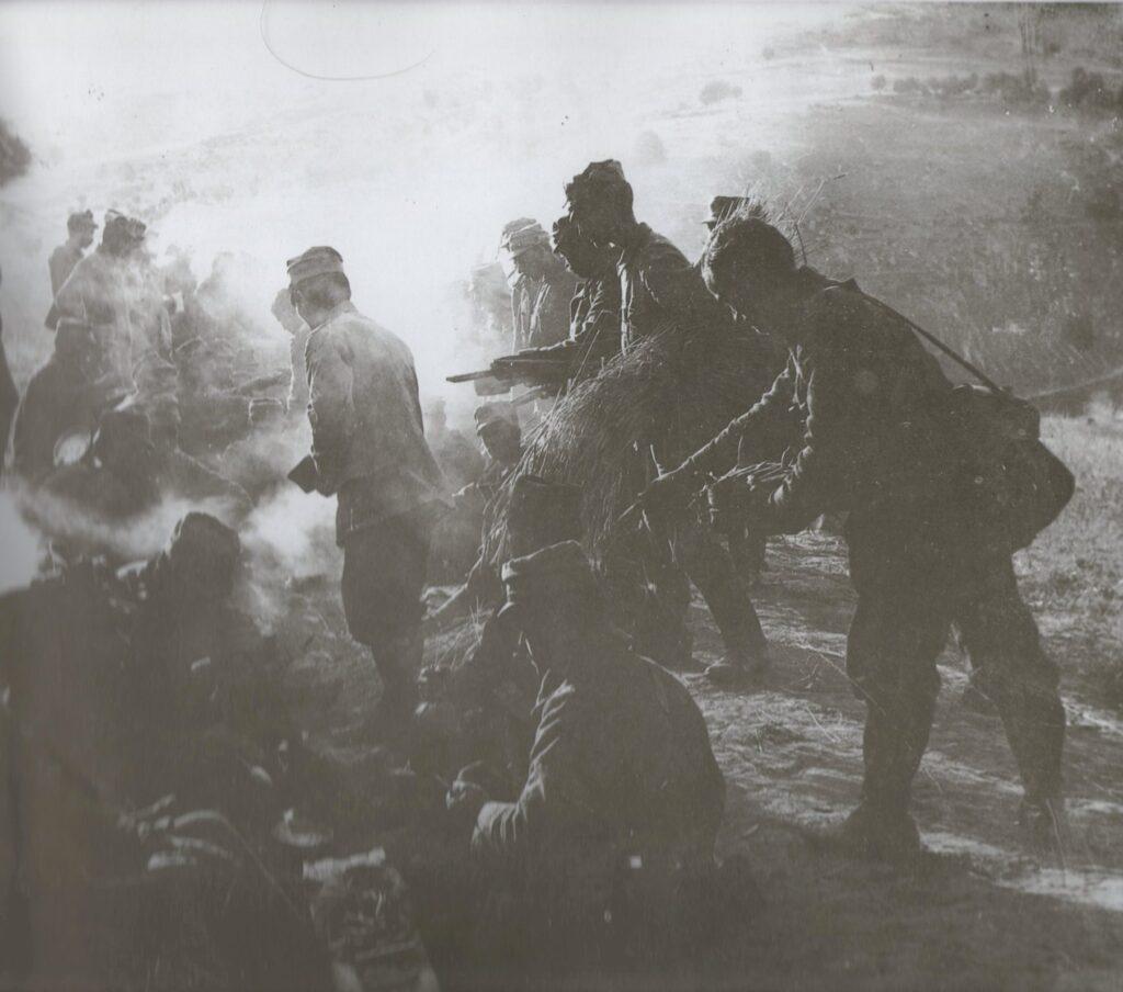 Έλληνες στρατιώτες στα 1912. Συσσίτιο.