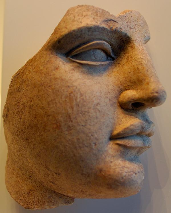 Γυναικείο κεφάλι από τερακότα (περ.440-430 π.Χ.) από τον Τάραντα (Ιταλία). Getty Villa.