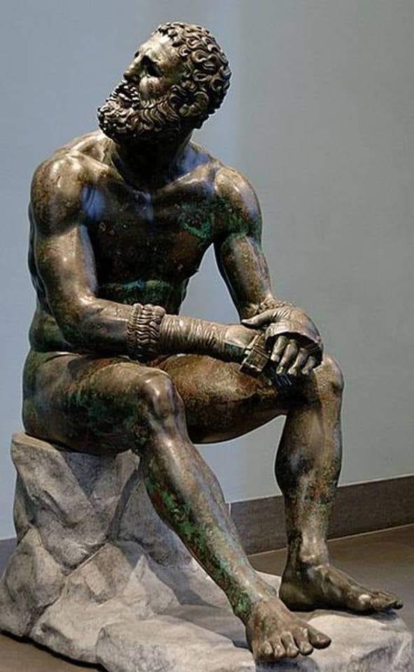 Ο Πυγμάχος των Θερμών. Εθνικό Μουσείο Ρώμης. Το άγαλμα ανακαλύφθηκε στην πλαγιά του Κυρινάλιου λόφου της Ρώμης το 1885, και πιθανώς στεγάζονταν στα λουτρά του Κωνσταντίνου (Θέρμες). Χρονολογείται περίπου στο 330 π.χ.