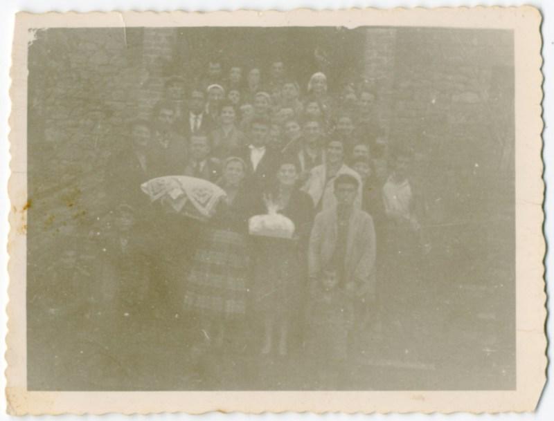 Γάμος σε χωριό της Κοζάνης. 1963. Πηγή: Δημόσια Κεντρική Βιβλιοθήκη της Βέροιας.