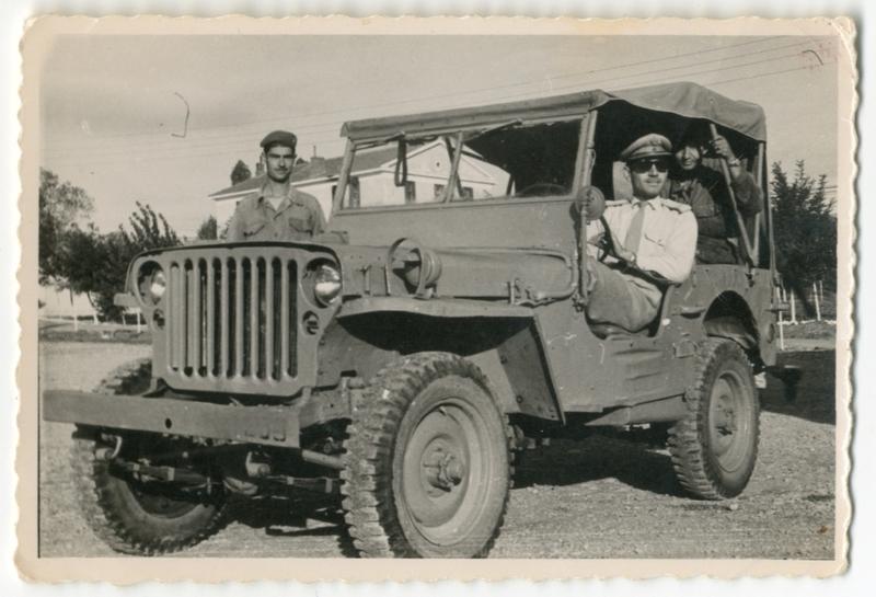 Αξιωματικός κινήσεως λόχου στρατηγείου 9ης Μεραρχίας στην Κοζάνη. 1957. Πηγή: Δημόσια Κεντρική Βιβλιοθήκη της Βέροιας.