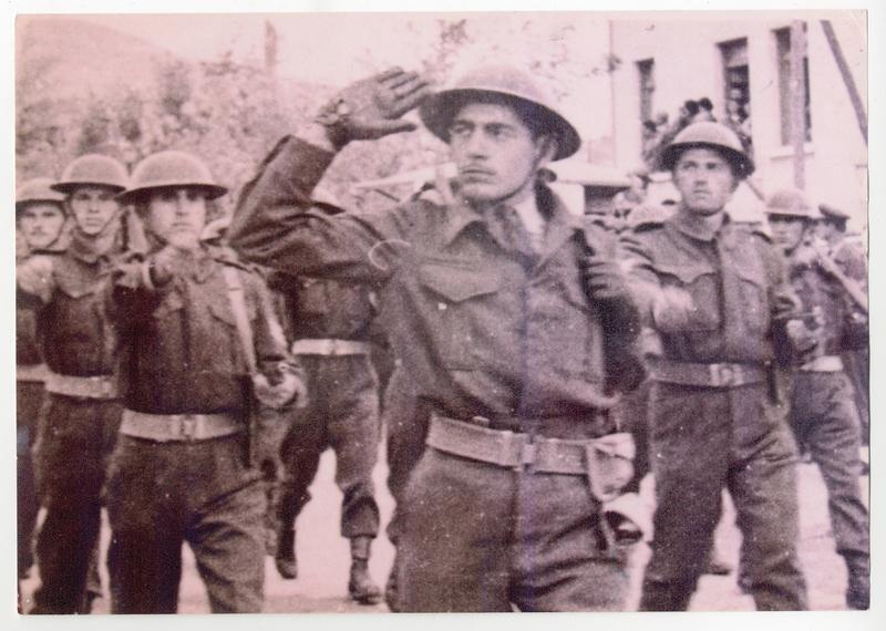 Παρέλαση στην Κοζάνη με τον Λόχο στρατηγείου της 9ης Μεραρχίας. 1956. Πηγή: Δημόσια Κεντρική Βιβλιοθήκη της Βέροιας.