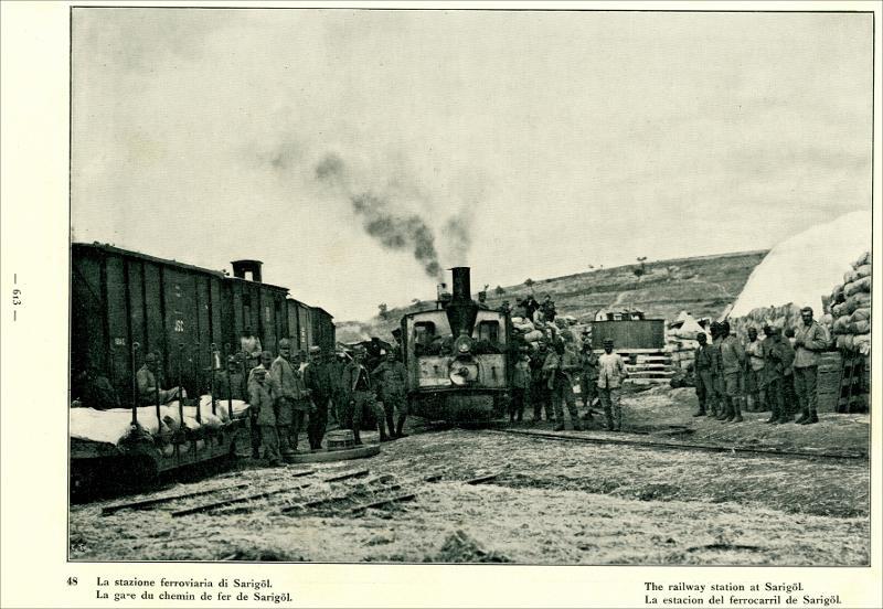 """Ο σιδηροδρομικός σταθμός στη Σαριγκιόλ (κίτρινη λίμνη) στο Δρέπανο Κοζάνης. Από το βιβλίο """"La Guerra : La Macedonia"""". Volume decimo : Milano : Fratelli Treves, 1919. Πηγή: Δημόσια Κεντρική Βιβλιοθήκη της Βέροιας."""