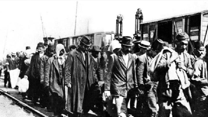 Ο Ηλίας Βενέζης συνελήφθη από τους Τούρκους το Σεπτέμβριο του 1922 και κατόπιν στρατολογήθηκε στα Τάγματα Εργασίας έως το τέλος του 1923.