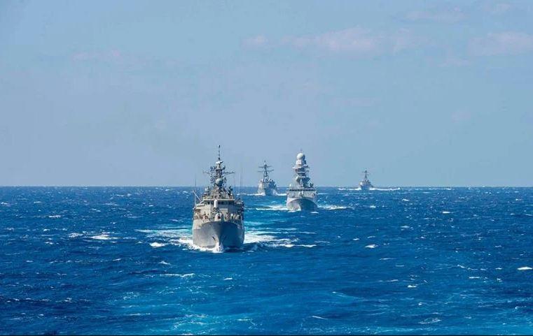 Η Ελλάδα πρέπει γι' αυτό να προχωρήσει τάχιστα στην επιλογή των νέων φρεγατών, που καλύπτουν τα επιχειρησιακά κριτήρια του Πολεμικού Ναυτικού, με ενδιάμεση λύση που να διασφαλίζει τις άμεσες επιχειρησιακές ανάγκες και στην υπογραφή Συμφώνου, με ρήτρα αμυντικής- στρατιωτικής συνδρομής.
