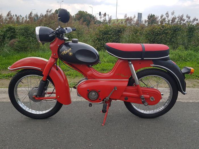 Η Φλορέτα έδωσε την μεγάλη «επανάσταση». Επρόκειτο για ένα μοτοποδήλατο διθέσιο της γερμανικής βιομηχανίας Kreidler, και το μοντέλο Florett. Έτσι το όνομα εξελληνίστηκε και έγινε «η Φλορέτα» και στον πληθυντικό «οι Φλορέτες».